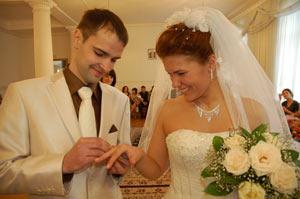 Люди встречаются, люди влюбляются, женятся…