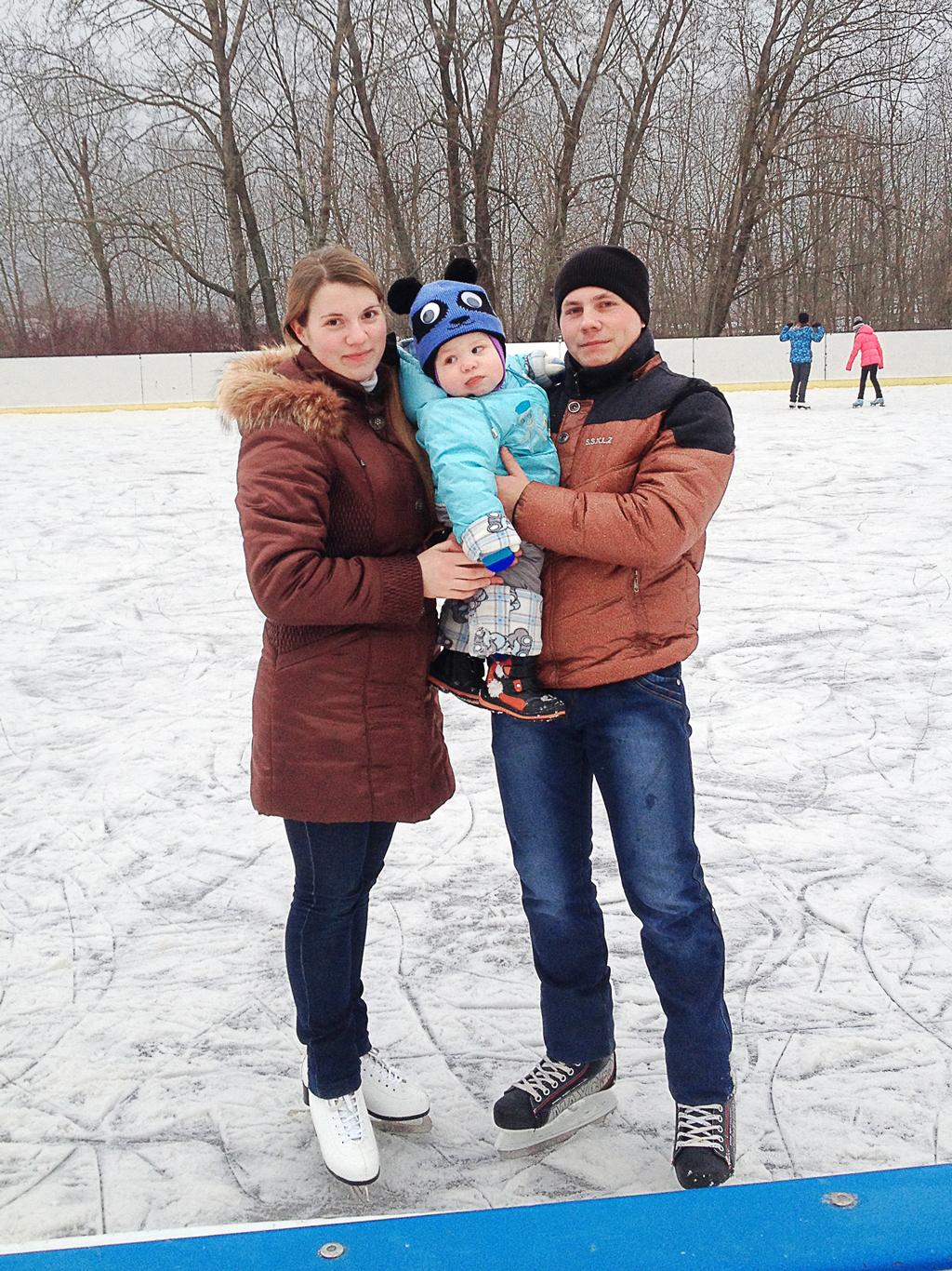 """№22 Анастасия Хахалева. """"Всей семьей на коньках""""."""