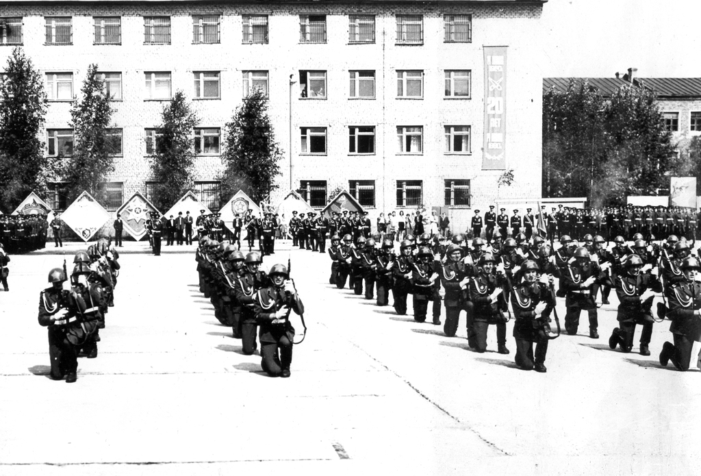 Торжественное построение в честь Дня Победы 1980 года на плацу соединения.