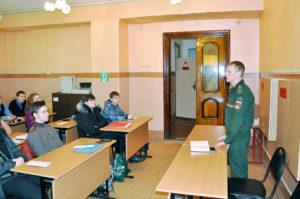 Военнослужащие дивизии рассказывали школьникам о службе в РВСН.