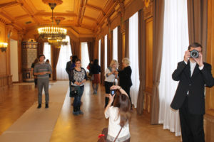 Парадный зал, на стенах которого расписаны гербы всех уездов Тверской губернии XIX века.
