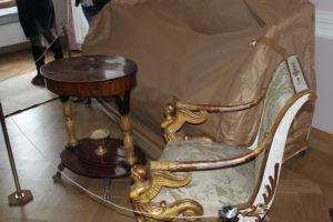 Антикварная мебель скоро займет свои места в залах.
