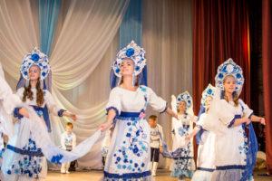 Самобытность и великоление русских костюмов и танца.