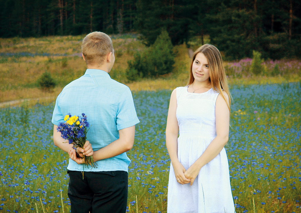 """Анастасия Петрова. """"Моя Россия - это любовь, семья, простое человечес-кое счастье, а вокруг - невероятные по красоте пейзажи, которыми одарила нас природа родного края""""."""