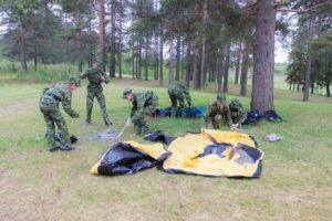 Кто быстрее поставит палатку? Военно-полевые сборы кадет.