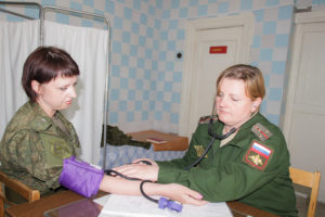 """""""Мне важно самой принимать больных, ставить диагноз и лечить их"""", - признается Галина Юрьева."""