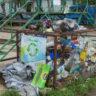 Ветер пластик над городом носит