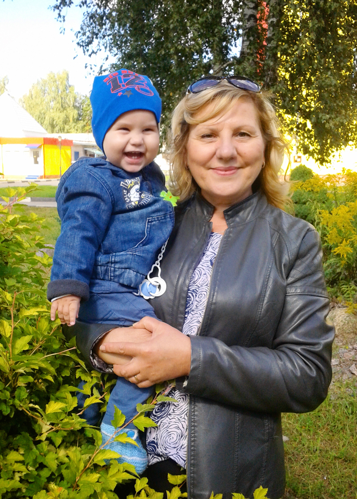 """№28 Анна Муратова. """"Осенняя улыбка нашего сыночка с бабушкой""""."""