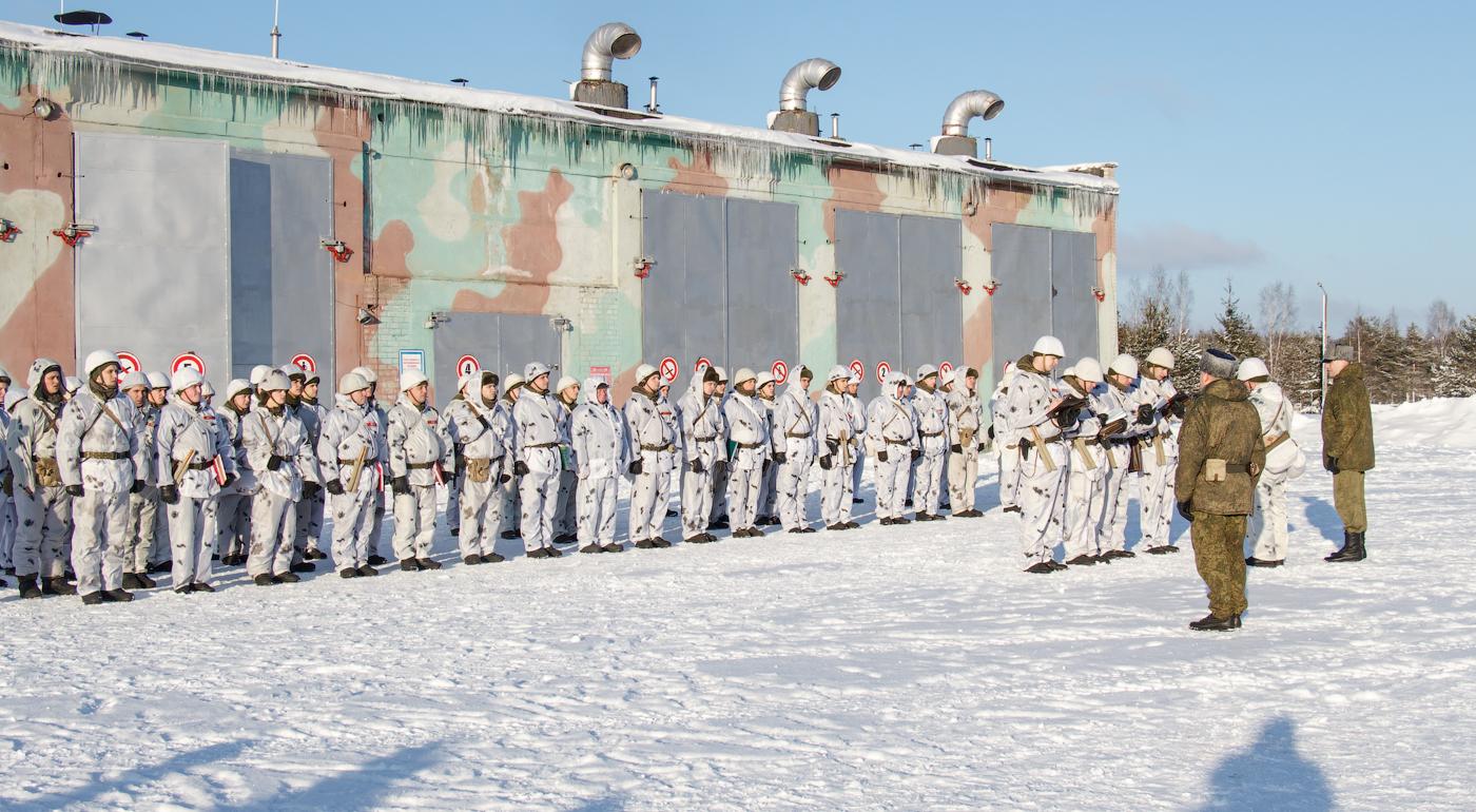 Построение военнослужащих 7 Режицкой ракетной дивизии для доведения приказа на марш. Командир определяет последовательность действий, отдает указания о порядке и сроках выполнения поставленной задачи.