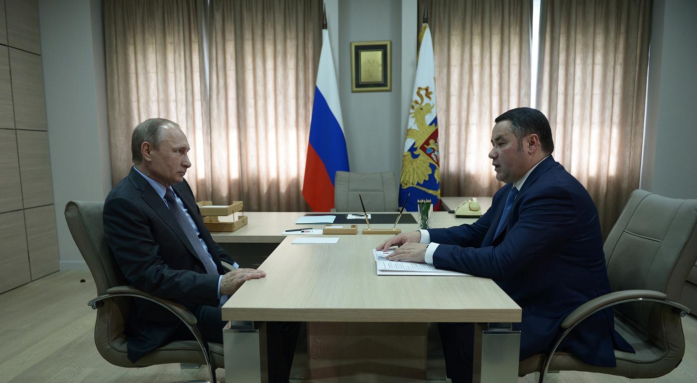 Владимир Путин, 4 июля 2016 г., рабочая встреча – Тверская область находится прямо в центре страны. И она, конечно, заслуживает гораздо большего и лучшего, чем есть у нее сегодня.