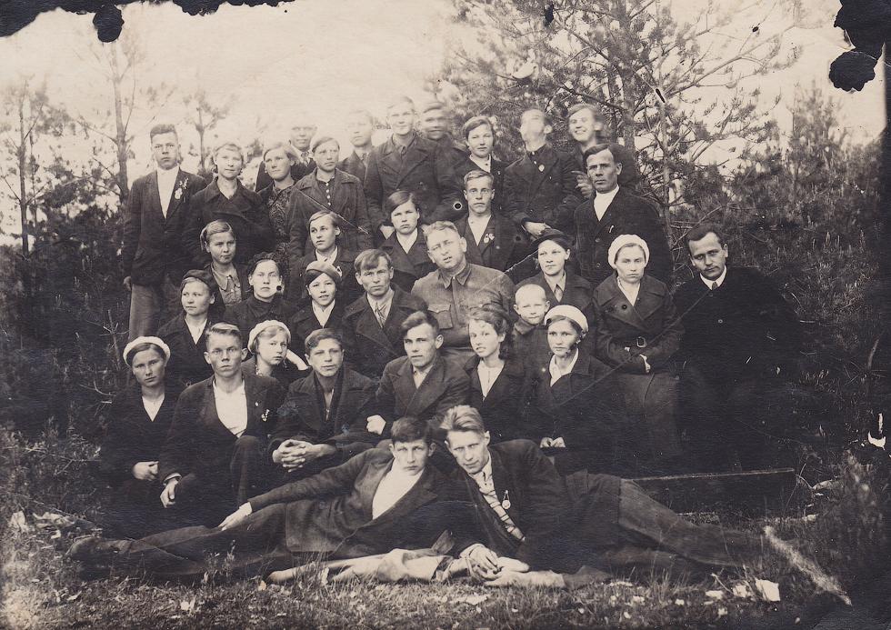 Педагогический коллектив школы, 1940 год.