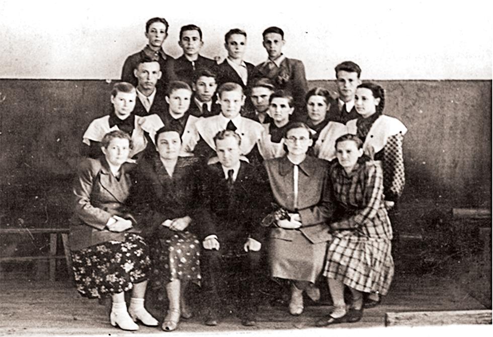 Первый выпуск,1939 год. Из архива МБОУ СОШ №1.