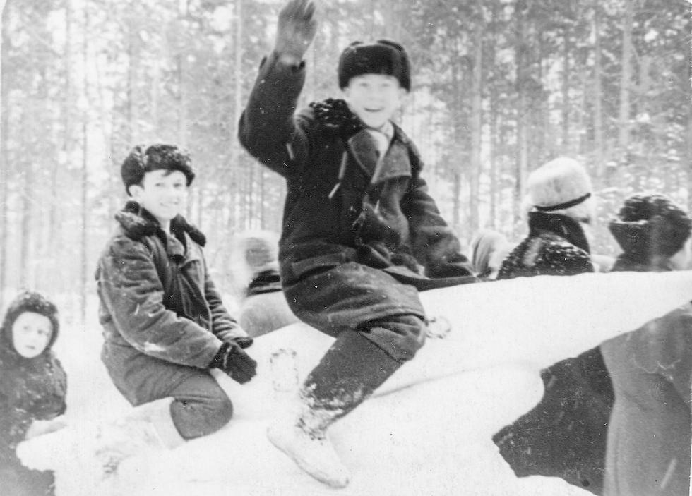 1964 год, 8 класс. Масленица. Фото предоставил Е.А. Гурьянов.