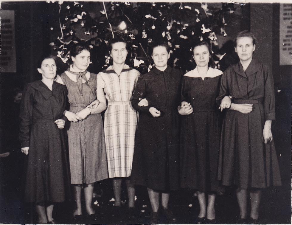 1953-1954 года,  учителя начальных классов. Фото предоставил Е.А. Гурьянов.