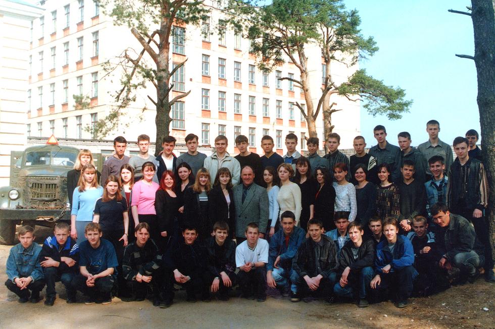 Выпускники 2001 года. Фото предоставила М. Короткова.
