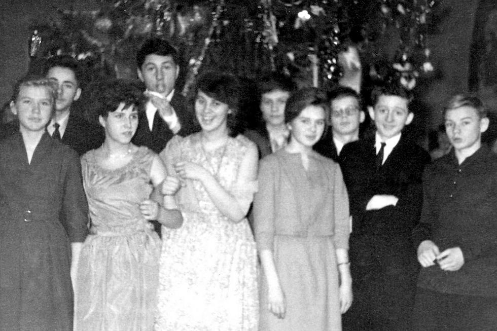 Празднование  Нового 1963 года в новой школе.
