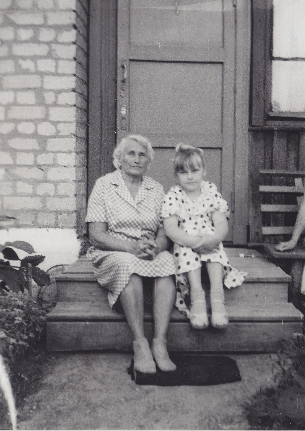 Наталья Смирнова вместе с бабушкой.
