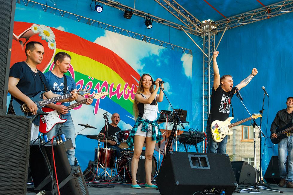 Настоящий драйв и кураж озерчане поймали во время выступления рок-коллективов Release (ЗАТО Озерный) и Real Galaxis Band (г. Вышний Волочек).