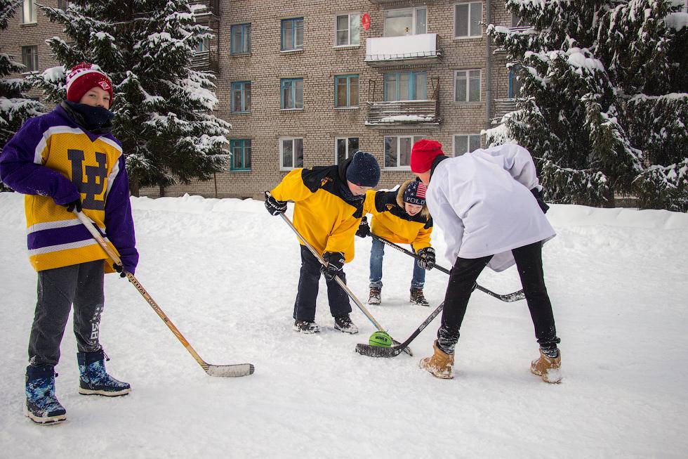"""Юные хоккеисты из команды """"Огоньки"""" провели серию зрелищных матчей."""