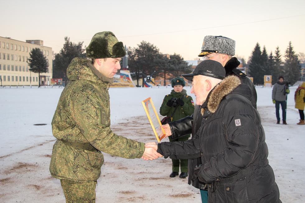 В награждении лучших военнослужащих принимал участие депутат Законодательного Собрания Тверской области А.А. Тягунов.