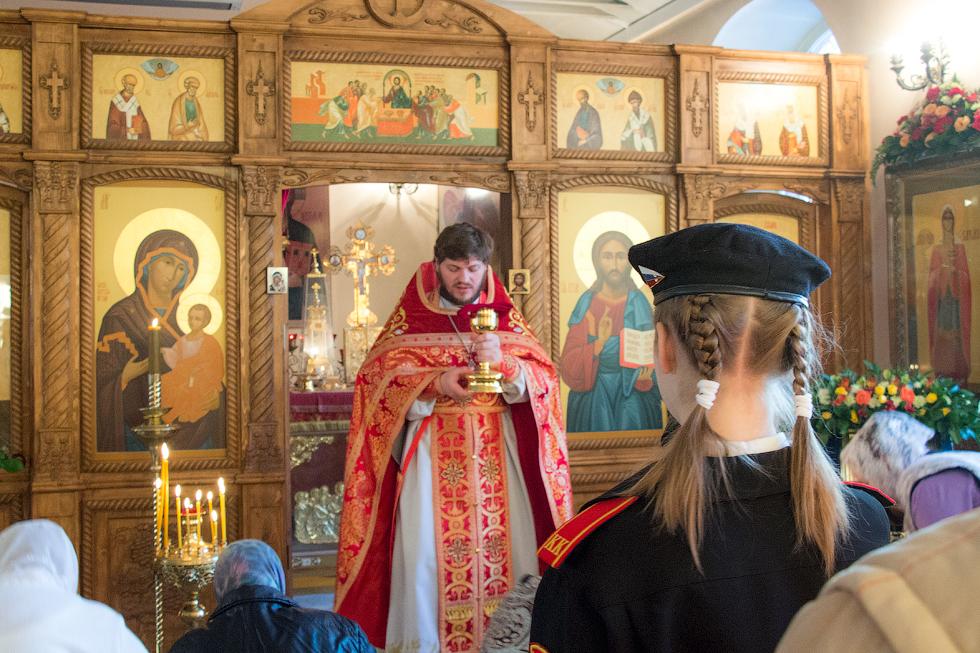 В храме Андрея Первозванного прошло богослужение памяти святой великомученицы Варвары, в котором приняли участие военнослужащие и кадеты.