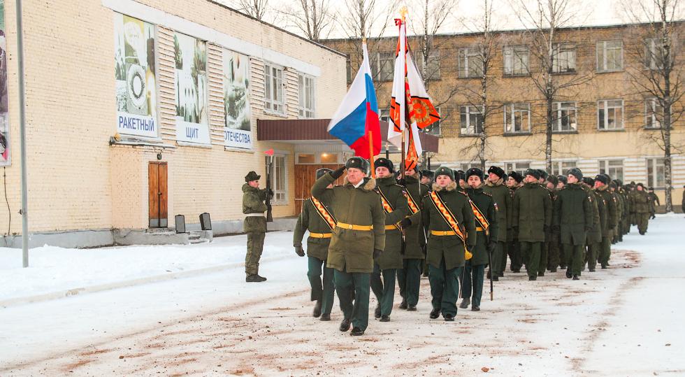 Мероприятия, посвященные Дню РВСН, начались с построения военнослужащих 7 ракетной дивизии на плацу соединения и прохождения торжественным маршем.