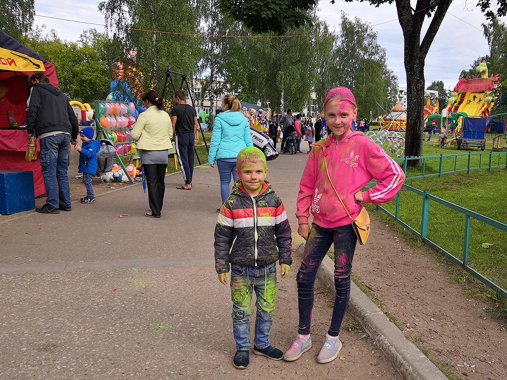 Краски холи - забава для взрослых и детей.