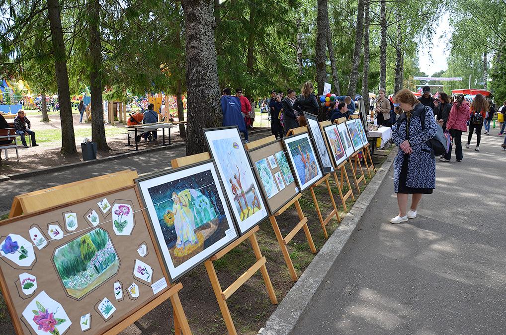 Разнообразные выставки в очередной раз показали, сколько в Озерном талантливых людей.