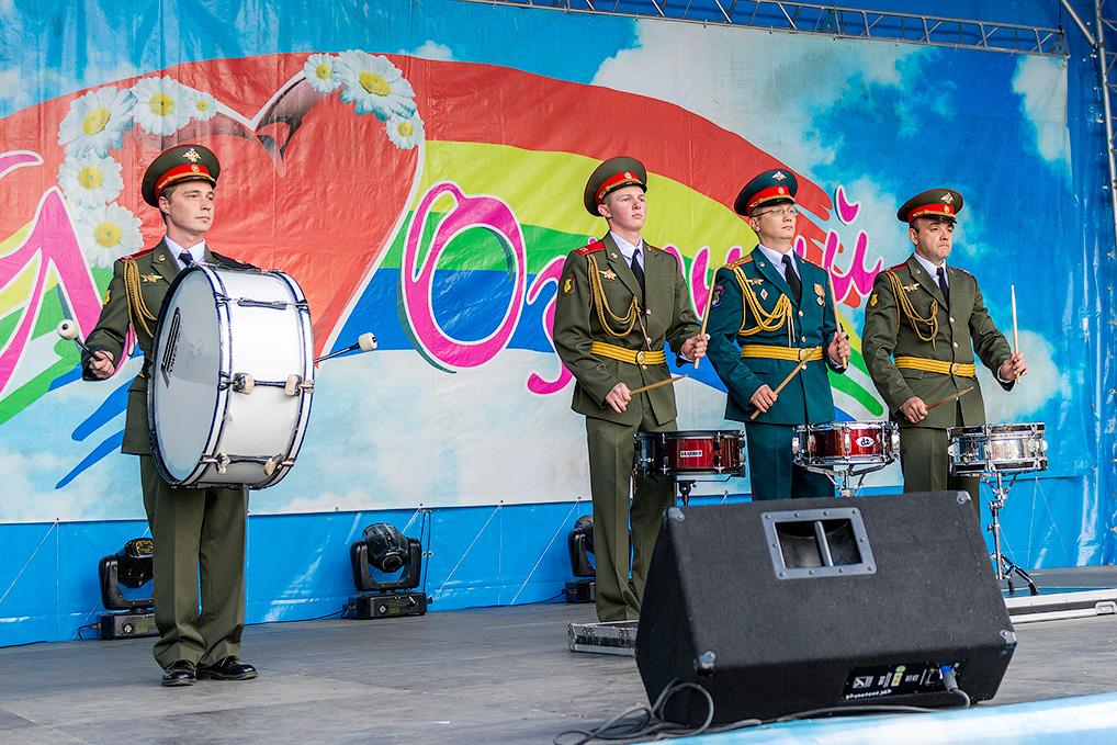 Выступление военного оркестра.