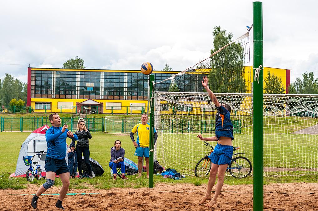 Также в рамках первенства области по футболу в День города в Озерном встретились команды из Конаково и ЗАТО Озерный.