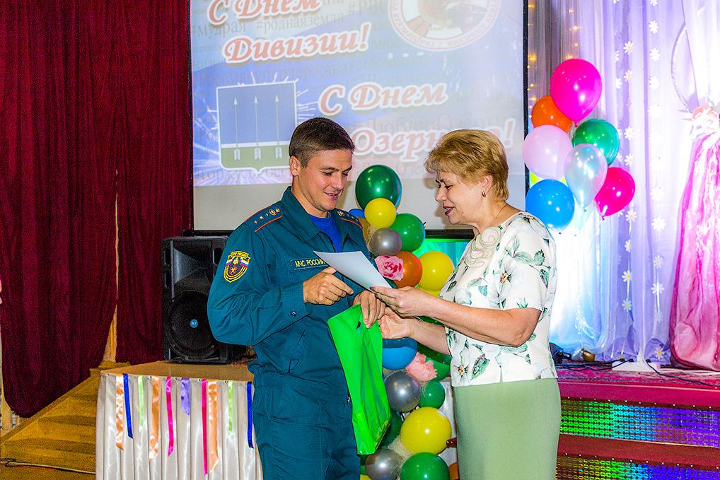 Накануне Дня дивизии - Дня Озерного по традиции прошли торжественные награждения сотрудников учреждений и предприятий.