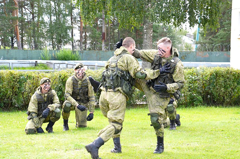 В гости - в армию