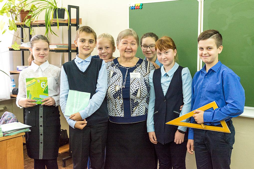 Ольга Иосифовна со своими учениками.
