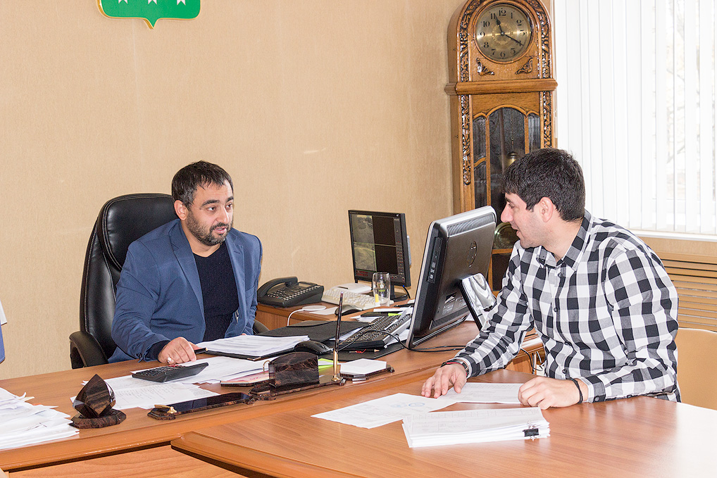 Исполнительный директор С. Урумов и заместитель директора Д. Мелетов.