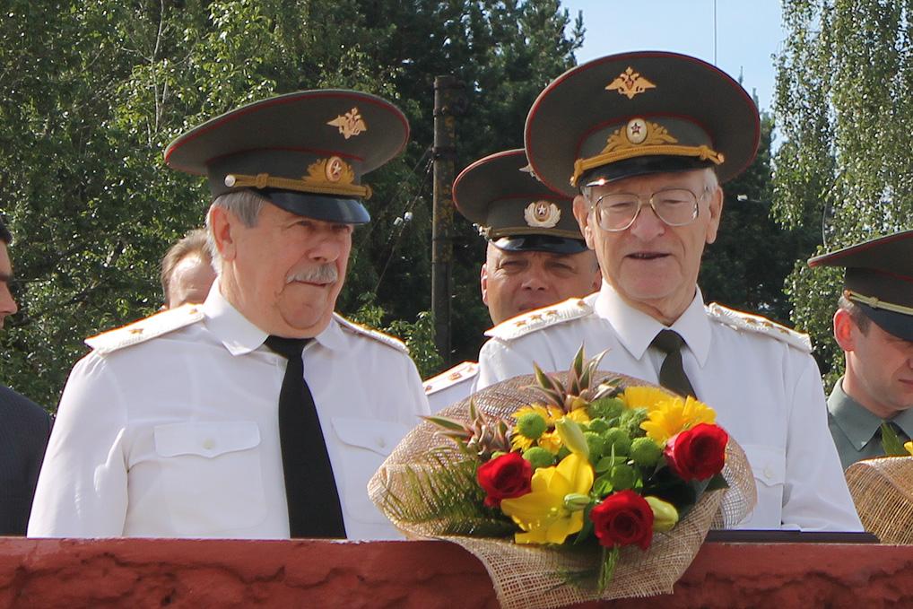 Генерал-майор Грибов А.В. и генерал-майор Волков А.П. День дивизии - День Озерного 2012 год.