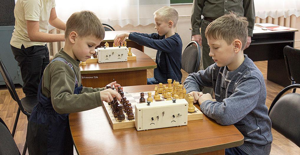 В дни каникул проявить себя смогли и шахматисты Озерного. Для них 5 января прошел Новогодний шахматный турнир, победителем которого стал 10-летний Максим Лохмачев.