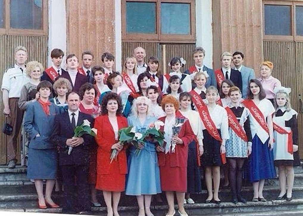 """1995 год, выпускной 11 """"В"""" класса школы №1."""