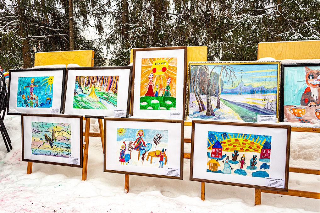 Работы художников ДШИ - украшение всех массовых мероприятий Озерного.