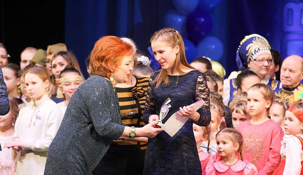 Елизавета Некрасова с заслуженной наградой.