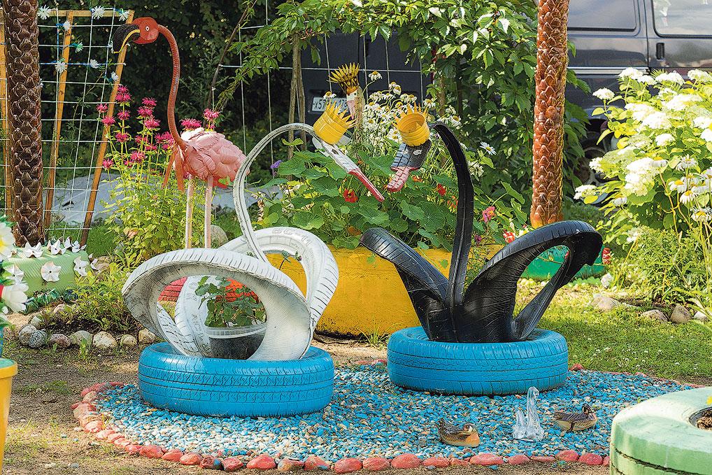 Вот такие замечательные лебеди получились у семьи Логачевых из старых автомобильных шин.