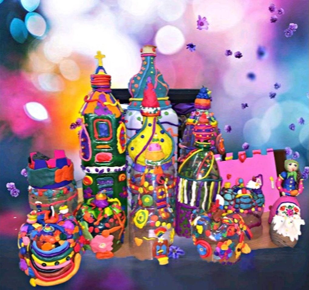 """Всеми членами жюри единогласно была отмечена яркая работа """"Храм"""" воспитанников подготовительной группы художественного отделения, выполненная из пластилина. Радостное разноцветье и пасхальное угощение создали самые маленькие участники конкурса."""