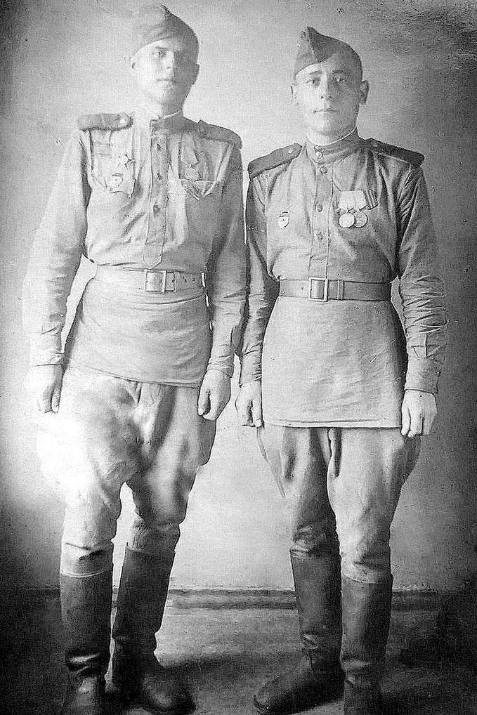 Илья Федоров (справа) с товарищем в Германии, г. Росток.