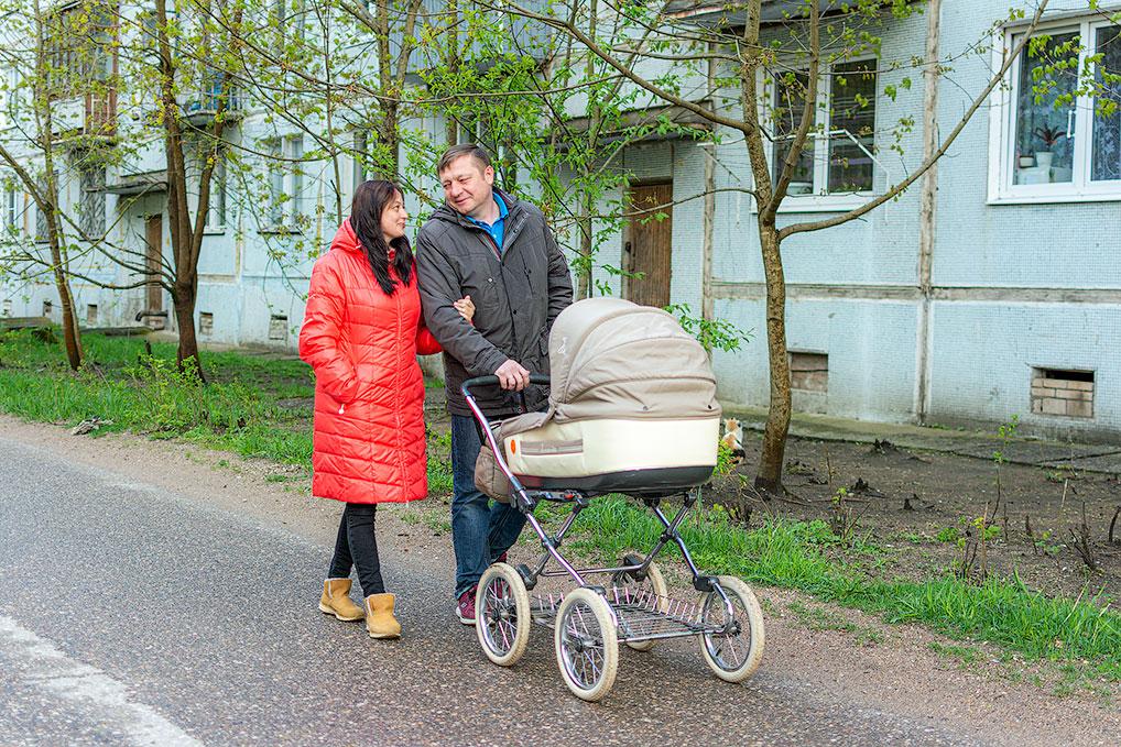 Семейные прогулки по дорогим сердцу улицам Озерного.