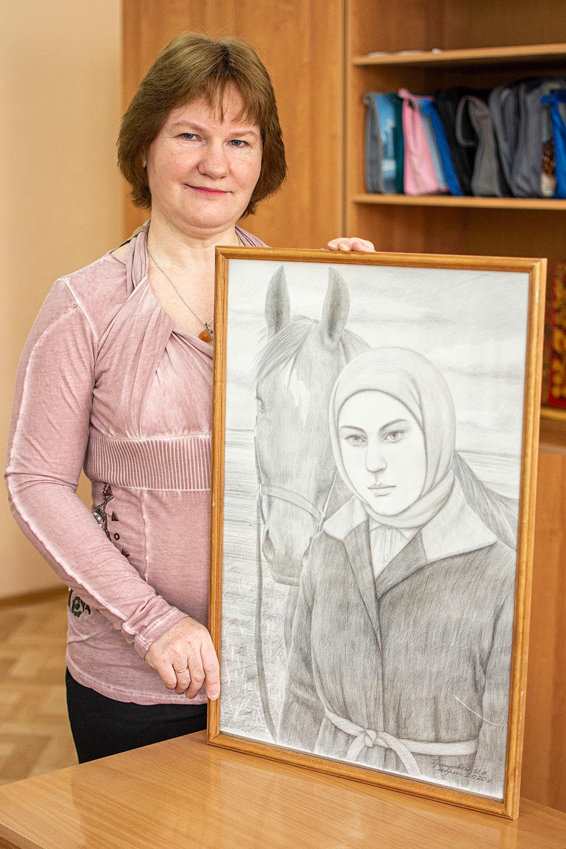 Выставка картин Ирины Владимировны размещена на сайте школы №1 ozernyschool1.ru.