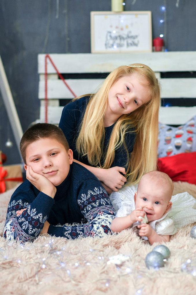 """Автор: Яна Максимова. """"Мои дети - моя награда. Артем, Карина и маленькая Ангелина""""."""