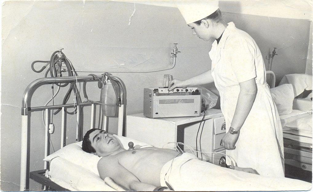 Палата интенсивной терапии, снятие ЭКГ, 1979 год.