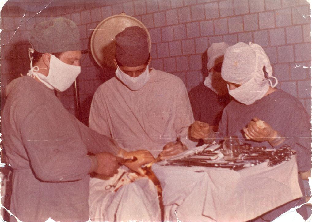 Операцию проводят: Ж.В. Трофимова, В.Н. Королев и С.Н. Сердюк, 80-е годы.