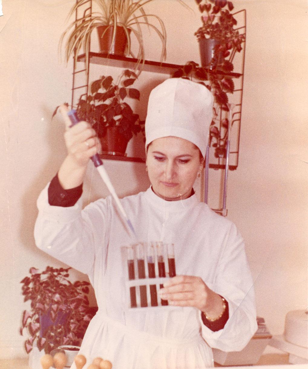 Сотрудница лаборатории, 1988 год.