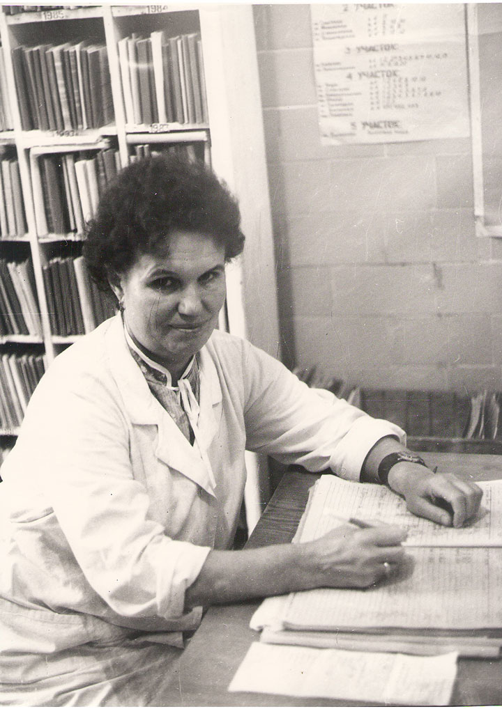 Медрегистратор детской консультации Л.В. Гаврилова, 80-е годы.