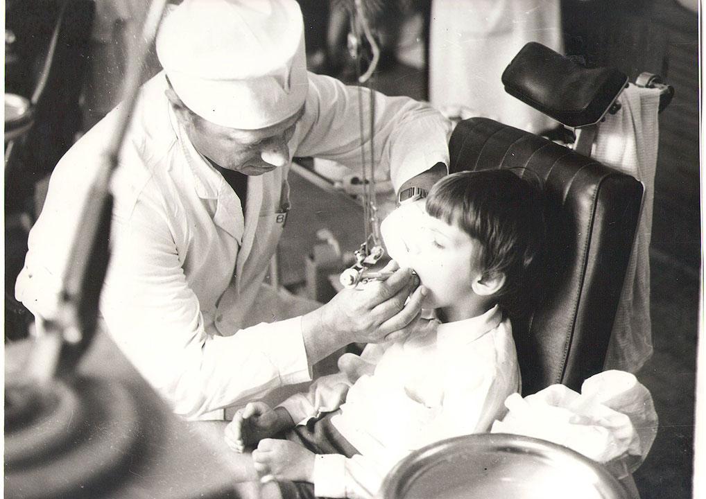 Врач-стоматолог В.И. Володин, 1980-е годы.
